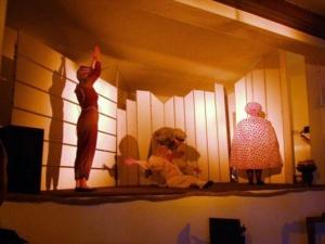 Traum von Besen, Teekanne und Strick