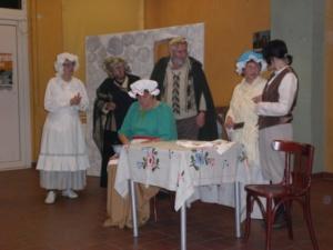 Die Dorfbewohner beschweren sich verärgert bei der Mutter und Oma von Max und Moritz  über deren Streiche.